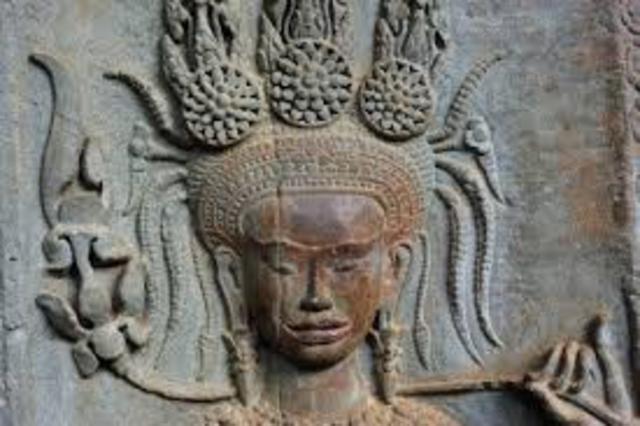 Suryavarman II reigns