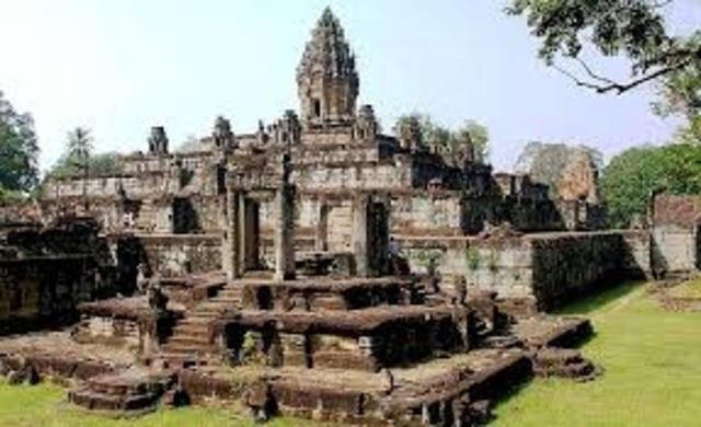Building of the Preah Ko, Bakong temples and the Indatataka begins