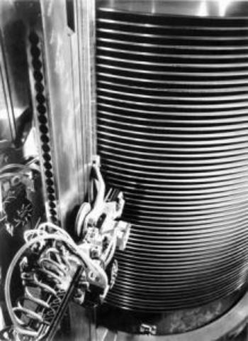 IBM разработала плавающие магнитные головки на воздушной подушке