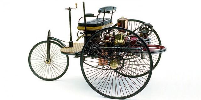 Primer vehículo patentado con motor gasolina.