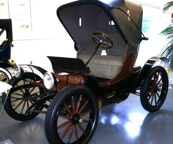 the Phaeton was released for 2,000 dollars by the Woods Motor Vehicle Company of Chicago