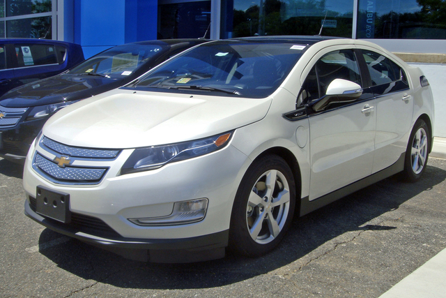Chevy Volt starts productions. Gets 25 - 50 miles.