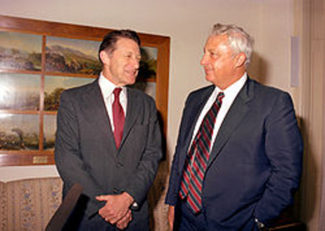 1999-1998 - שר החוץ ושר התשתיות הלאומיות