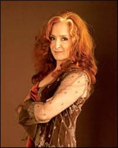 Raitt inducted into rock hall of fame
