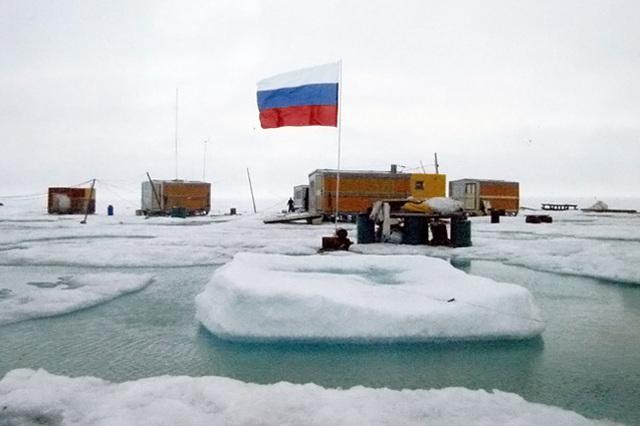 """Летом 2007 г. стартовала российская полярная экспедициия """"Арктика-2007"""", целью, которой было изучения шельфа Северного Ледовитого океана."""