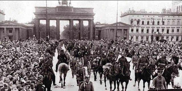 Alemania invade Luxemburgo y Bélgica.