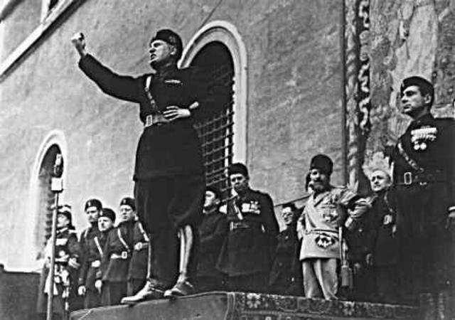Italia le declara la guerra a Bulgaria.
