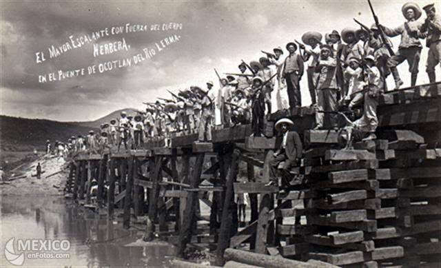 Año de descomposición y rebelión obrera de maestros, ferrocarileros, petroleros.