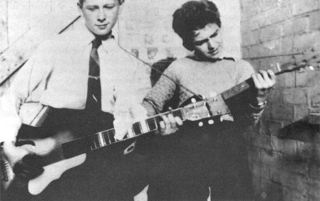 Primer banda musical de George llamada The Rebels
