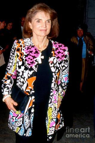 Jacqueline Onassiss dies