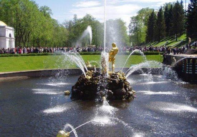 Завершение проведения каналов от водоемов будущего Английского парка в Квадратные пруды Верхнего сада.
