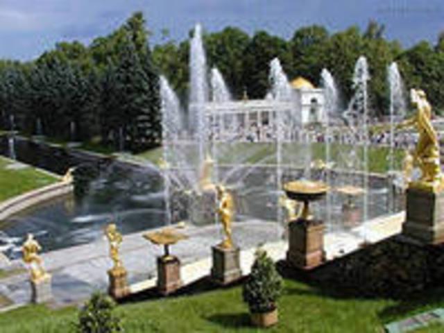 Петродворце развернулось большое жилищное строительство.