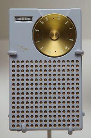 35- Texas Instrument invents transistor radio