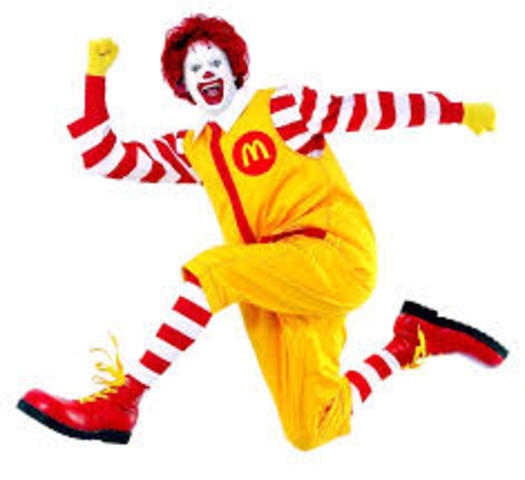McDlanalds opens in Moscow