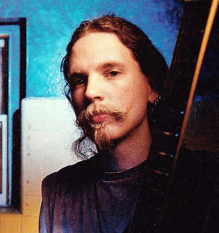 In 1989 Jason Everman left Nirvana.