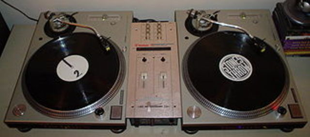 Turntables used in Hip-Hop