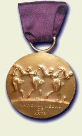 Brooks receives the National Medal of Art and recieves the Lincoln Laureate Award.