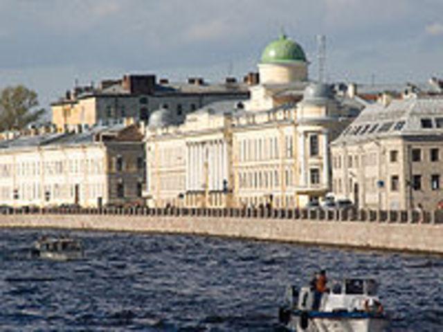 Entra en la escuela de San Petersburgo.