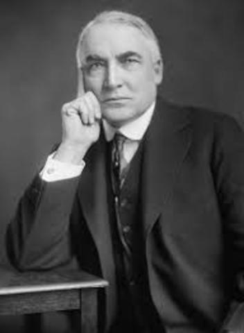 Warren G Harding becomes president