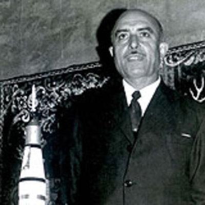 aparece el inventor  Arturo Estevez Varela timeline