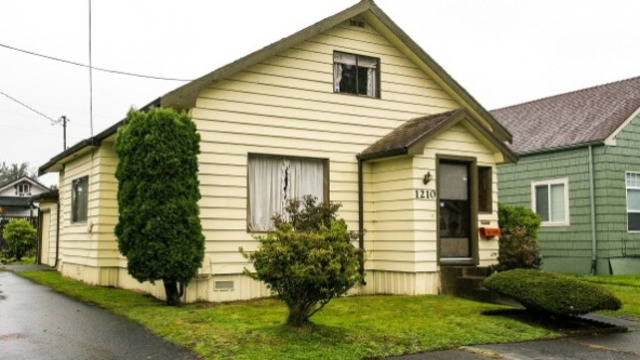 The Cobains move from Hoquiam shack to a real house and a home in Aberdeen