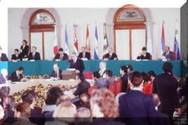 primeras negociaciones entre el gobierno y la guerrilla