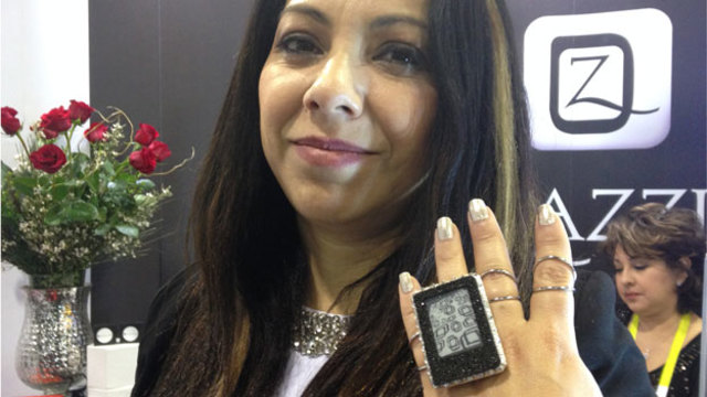 A piece of jewelery that can display photos from your phone.