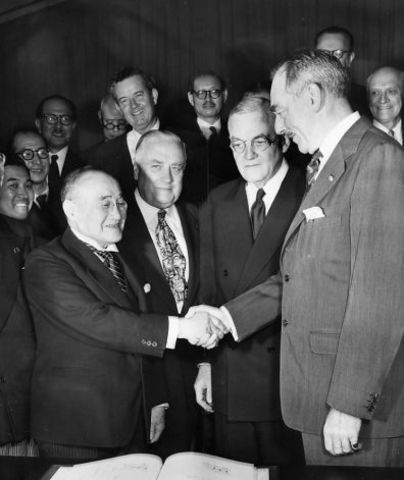world leaders signed a treaty that would end the first world war The treaty of versailles chamberlain believed that the munich agreement provided peace for our time (adams, 8) the munich agreement, signed by the leaders of germany, britain in the end of world war i the treaty of versailles.