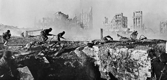 Os soviéticos lançam a ofensiva que destruíra o Grupo de Exércitos Centro