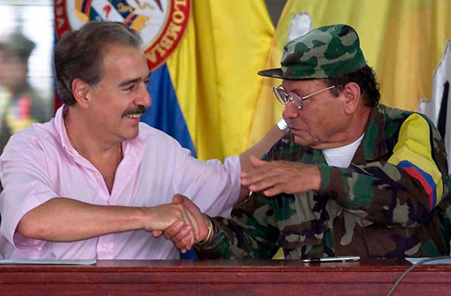DIALOGOS DE PAZ ENTRE EL GOBIERNO DE PASTRANA Y lAS FARC