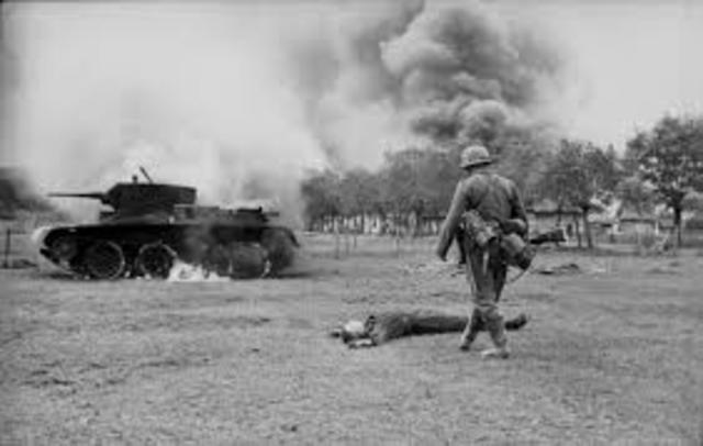 12 de febrero: Alemania desembarca tropas en Libia para invadir Egipto.