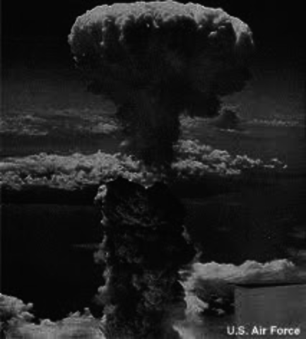 an analysis of the atomic bomb in world war 2 produced by the manhattan project on the united states The first atomic bombs were detonated during world war ii first, a test bomb exploded in the new mexican desert then, bombs were dropped on two unsuspecting japanese cities.