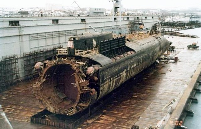 Russian Submarine Kursk Sinks