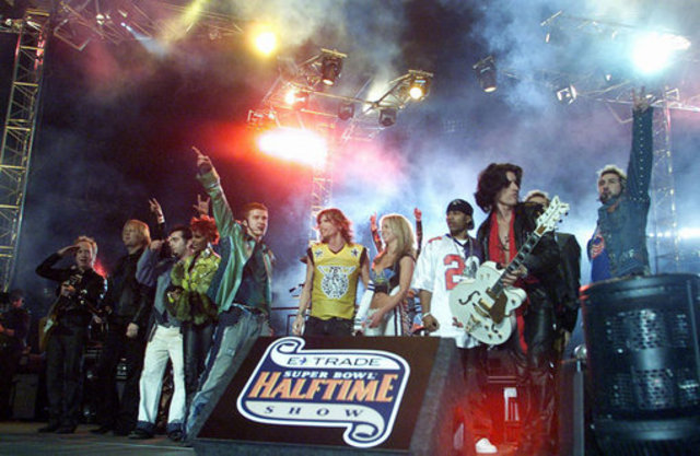 Performs at Super Bowl XXXV Halftime Show