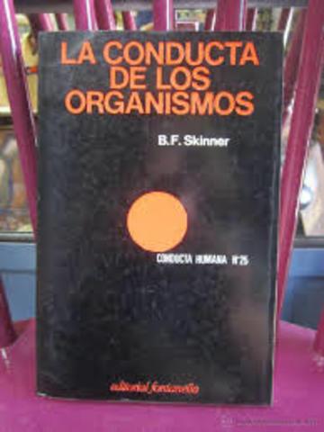 PUBLICO SU PRIMER LIBRO