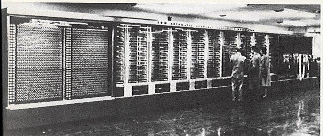 1944 - Aiken crea la Mark I