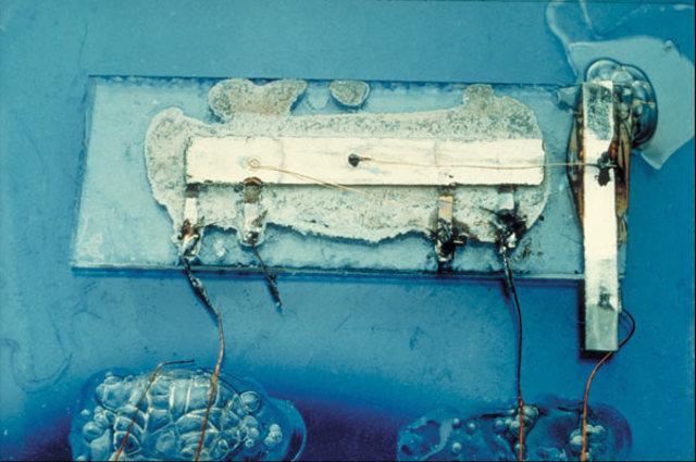 1964 - Se crea el primer circuito integrado