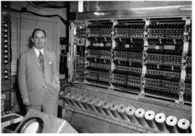 Von Neumann propone el programa almacenado