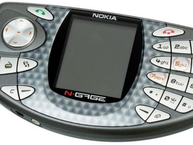 En N-Gage de 2003 fue un teléfono celular que también trató de entablarse a la comunidad de gamers.