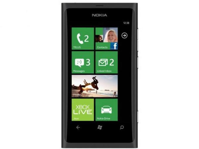 En 2011,Nokia lanzó su primer Windows Phone , el lumia 800.