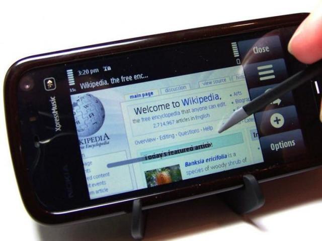 """En 5800 Xpress music fue lanzado en 2008 y se convirtió en el primer teléfono inteligente """"touch"""" de nokia."""