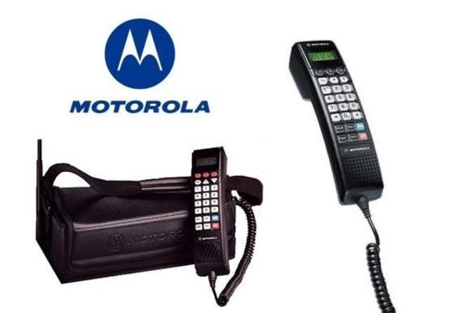 Motorola 2900,la compañia de Motorola lanzó un teléfono pensado para ser utilizado en coches. El tipo de teléfonos se conoce como Bag Phone
