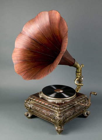 Se inventa el fonografo por Thomas Edinson