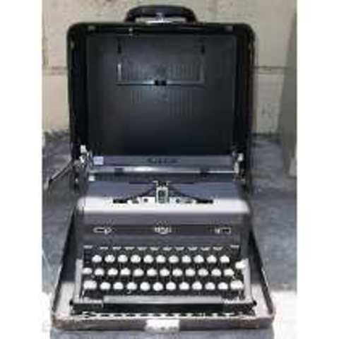 Primer maquina de Escribir  portatil IBM
