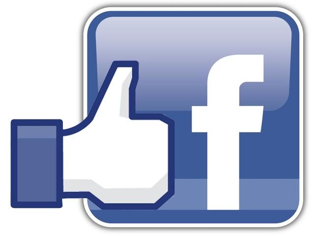 Lanzamiento de Facebook por su creador Mark Zuckerberg