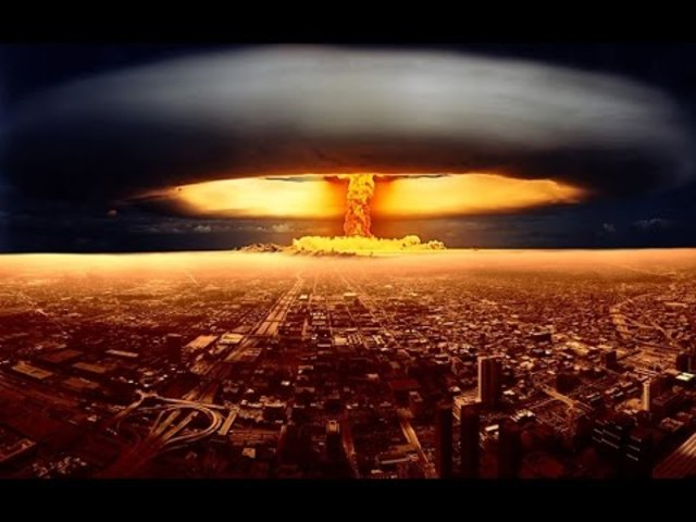 First Conclusive Nuculear Weapons Test: Manhattan Project