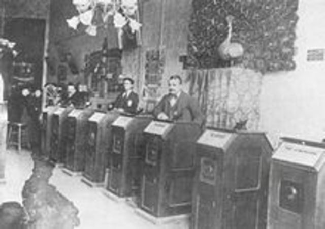 Public Kinetoscope Parlor Opens in New York