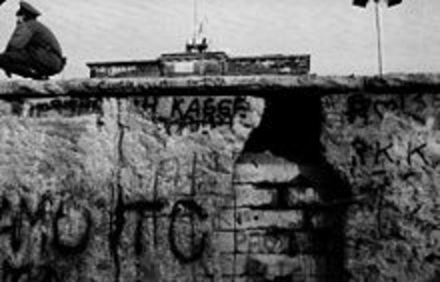 Cae el muero de Berlín