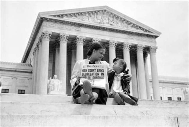 desegregation of schools across america in the case of brown and board of education - desegregation of schools as a major problem in the usa  parents and students across america to gain a  court case of brown v board of education,.