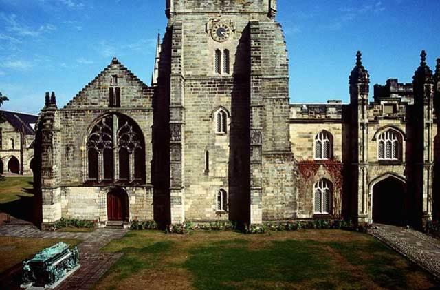 Восстановление независимости Королевского Колледжа и Колледжа Маришаль согласно указа Карла II